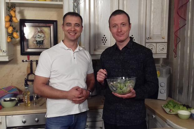 На съёмках шоу «Будем вкусно есть» вместе с ведущим Георгием Разуваевым